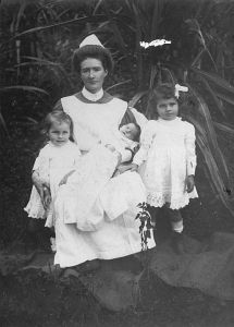 Children and nurse 1900