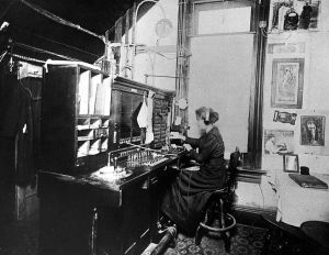 Switchboard operator, 1900