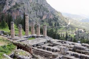 The Temple of Apollo in Delphi © Georgios Alexandris | Dreamstime.com