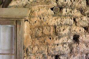 Detail of sod house construction - courtesy of Greg Willis, Wikicommons